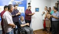Após remodelação, estúdio da TV Câmara NH recebe nome do repórter Antônio Mendes