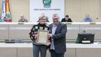 Câmara presta homenagem à professora hamburguense vencedora do prêmio Educador Nota 10
