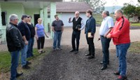 Comissão especial visita produtores rurais em Lomba Grande