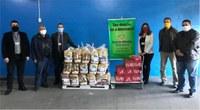 Doação de quase uma tonelada em cestas básicas é feita ao Banco de Alimentos