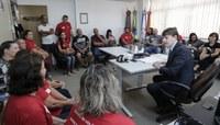 Em reunião com a Smed, comunidade da EMEF Washington Luiz volta a pedir nova área coberta