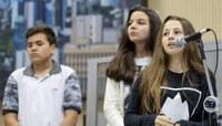 Estudantes da EMEF Salgado Filho apresentam projetos sobre cuidados com o meio ambiente e incentivo à leitura