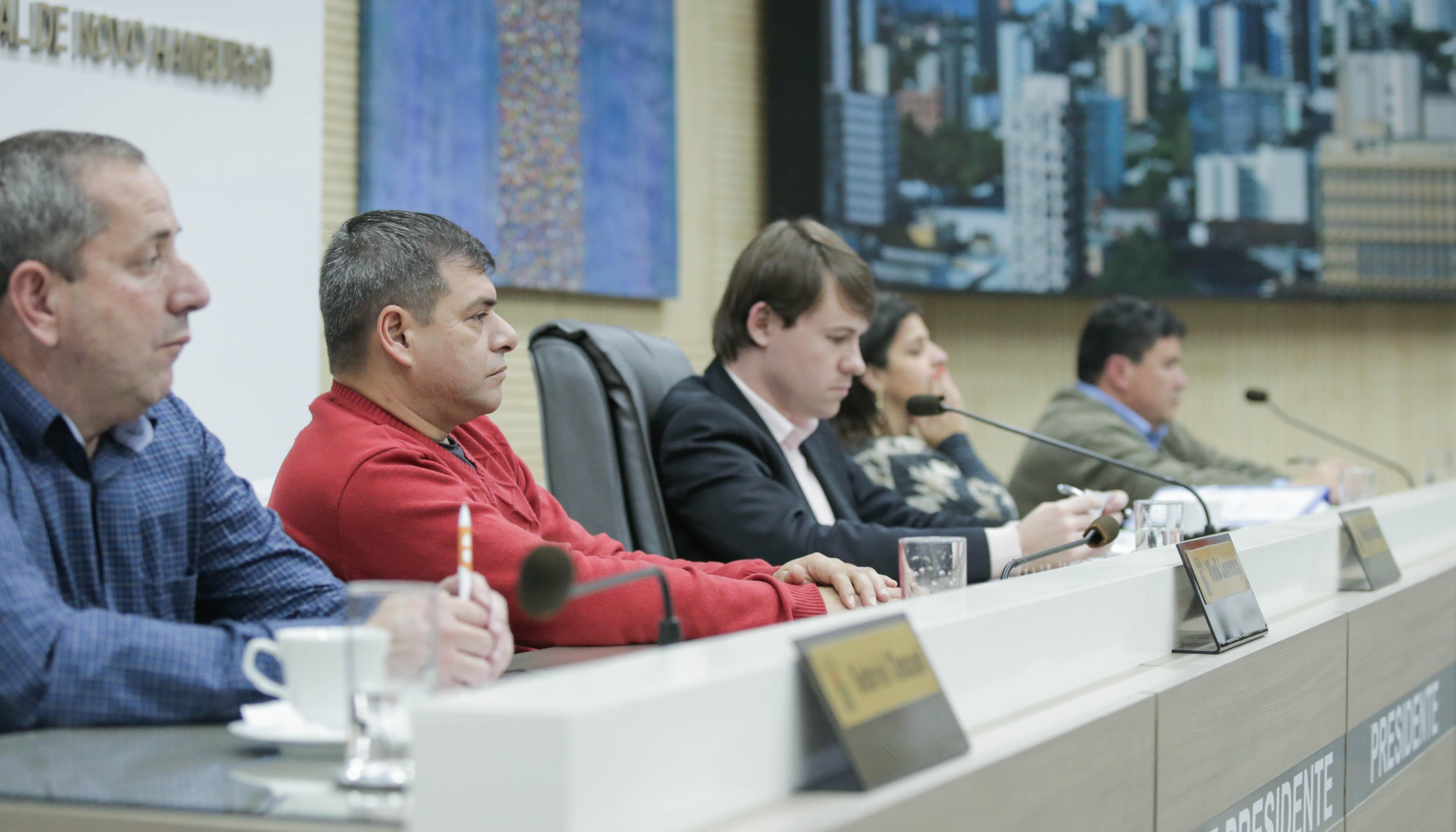 Legislativo aprova alterações no Estatuto do Servidor quanto à jornada de trabalho