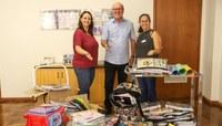 Materiais escolares arrecadados em campanha são repassados para EMEFs do Kephas e Canudos
