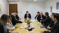 Parlamentares reúnem-se com representantes do setor privado para planejar seminário sobre desenvolvimento econômico