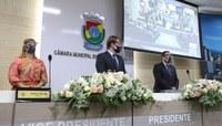 Prefeita Fátima Daudt toma posse para seu segundo mandato em solenidade na Câmara