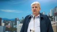 Professor divulga livro sobre importância da atuação parlamentar