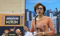 Professora do Estado expõe greve e pede auxílio da Câmara contra o parcelamento de salários