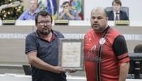 Vereadores homenageiam diretores e funcionários pelos 60 anos do Veterano