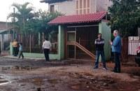 01/06/2020 - Nor Boeno recebe demandas de moradores após expediente no bairro Santo Afonso