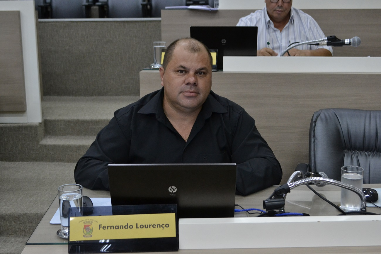 02/03/2020 - Fernando Lourenço solicita conserto de infiltração na rua Laurindo Rabelo