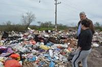 02/08/2018 - Nor Boeno solicita retirada de lixo da Avenida dos Municípios