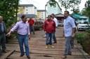 03/10/2017 - Gabinete: Fernando verifica demandas em bairros da cidade junto ao secretário Karam