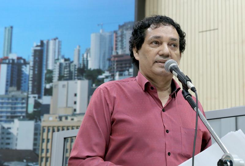 03/12/2019 - Inspetor Luz solicita revitalização de faixa de segurança no bairro Rio Branco