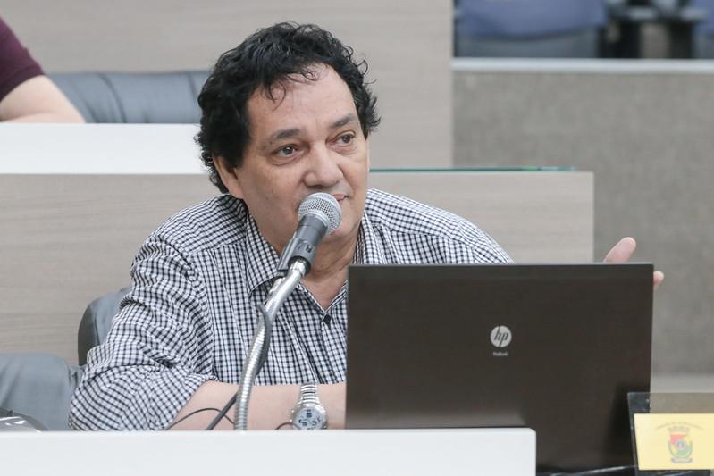04/11/2019 - Vereador Inspetor Luz solicita remoção de fios de iluminação soltos na rua São Borja