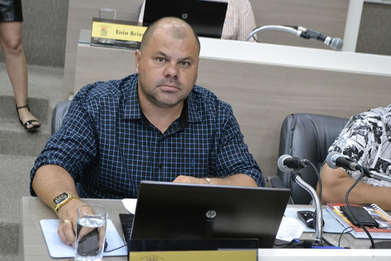 05/02/2020 - Vereador Fernando Lourenço demanda troca de lâmpada na rua Octávio Oscar Bender