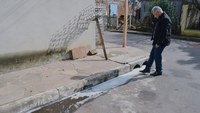 08/08/2017 - Gabinete: Nor Boeno solicita desobstrução, limpeza e hidrojateamento de esgoto em rua próxima à Darci Venturini
