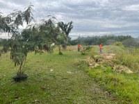 09/06/2021 – Prefeitura realiza limpeza no entorno do Campo do Botafogo