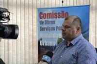 09/09/2019 - Fernando Lourenço solicita nivelamento de tampa de ferro no asfalto na avenida Frederico Linck