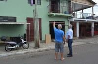 10/01/2020 - Vereador Nor Boeno recebe demanda de morador na rua Bruno Werner Storck