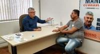 12/05/2020 - Vereador Nor Boeno recebe morador do bairro Santo Afonso e apresenta ações do mandato