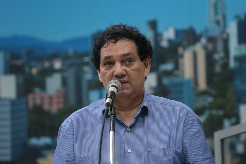 13/11/2019 - Vereador Inspetor Luz solicita remoção de fios em frente na rua do Ipê no bairro Ideal