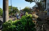 16/03/2020 - Vereador Nor Boeno recebe demanda de moradora no bairro São Jorge