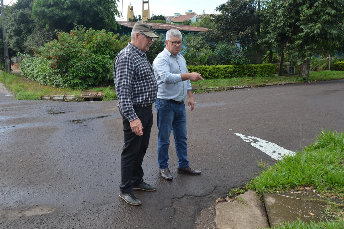 16/05/2019 - Vereador Nor Boeno solicita desobstrução de bueiros no bairro Liberdade