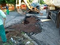 17/10/2017 - Gabinete: Vereador Naasom Luciano solicita o conserto de infiltração no bairro Canudos é realizado
