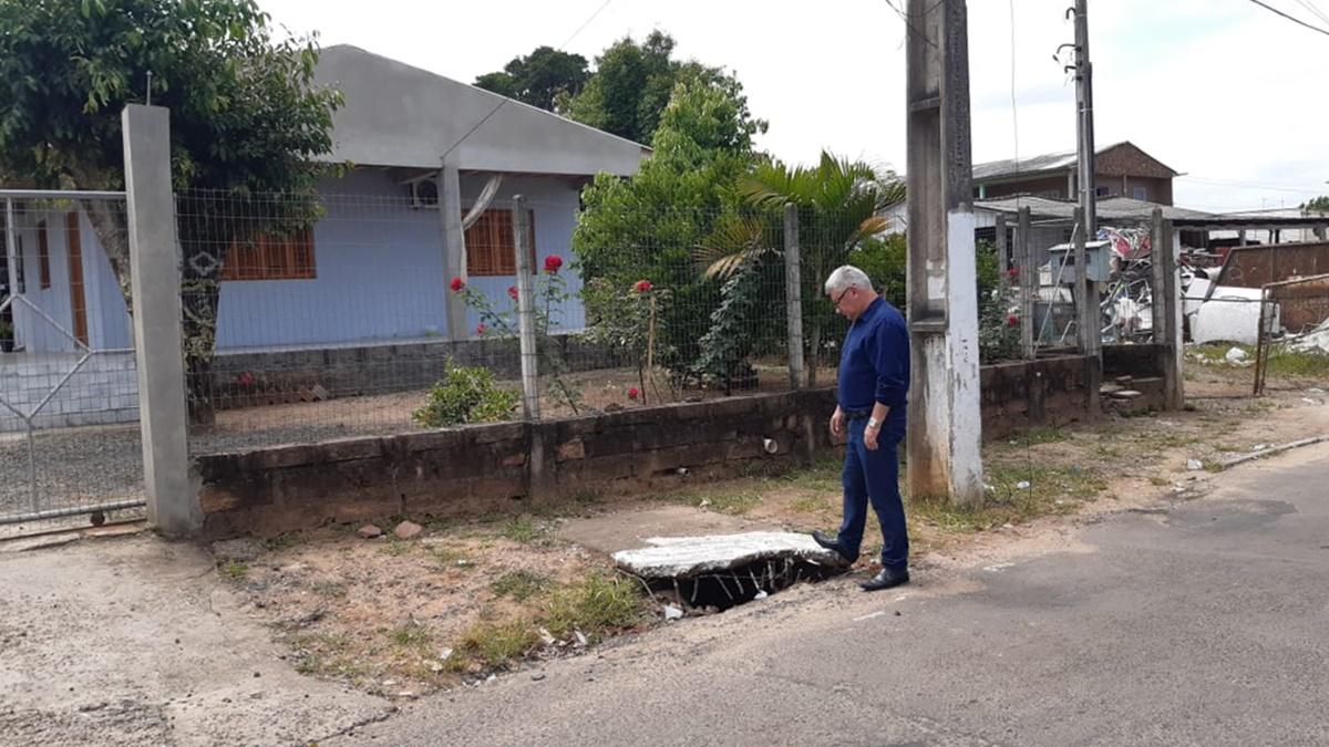 17/12/2019 - Nor Boeno requer conserto de boca de lobo na rua João Luciano da Rosa na Vila Iguaçu