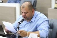 18/06/2020 - Vereador Fernando Lourenço demanda poda de árvore na rua Nobel