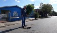 18/10/2018 - Nor Boeno solicita conserto de buraco próximo à rua Bruno Werner Storck