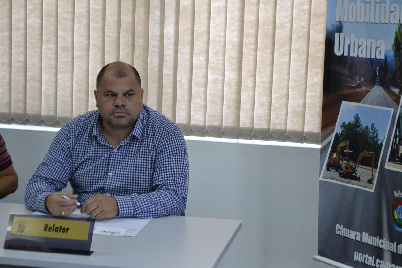 19/03/2020 - Fernando Lourenço solicitou serviços e reparos na praça Centenário