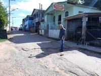 19/10/2018 - Vereador Nor Boeno solicita operação tapa-buraco para rua na Vila das Flores