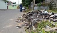 23/05/2018 - Nor Boeno solicita troca de lâmpada e recolhimento de entulhos na Vila Iguaçu