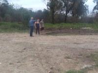 24/06/2020 - Vereador Nor Boeno recebe demanda de moradora na Marisol em Canudos