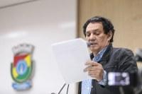 25/10/2019 - Vereador Inspetor Luz solicita colocação de banco em parada de ônibus no bairro Operário