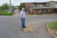 26/09/2018 - Nor Boeno solicita conserto de buraco na rua Bruno Werner Storck