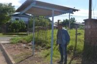 27/03/2019 – Fernando Lourenço fiscaliza colocação de ponto de ônibus na rua Bartolomeu de Gusmão