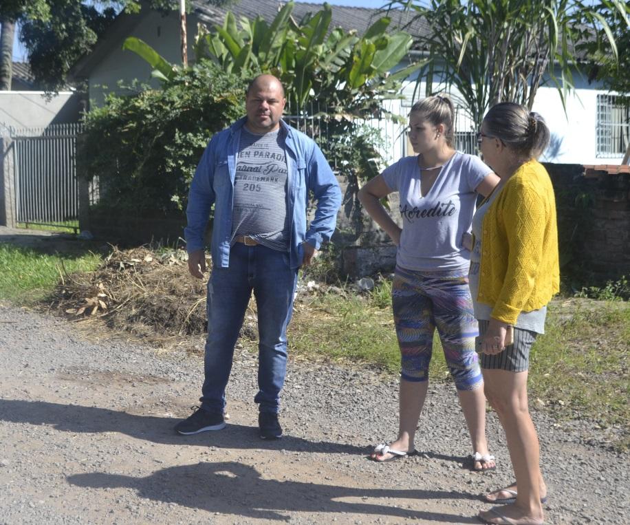 27/03/2019 – Moradores da rua Londres no bairro Canudos solicitam ajuda a Fernando Lourenço
