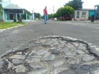 28/11/2018 - Vereador Nor Boeno solicita operação tapa-buracos em rua no leste de Canudos
