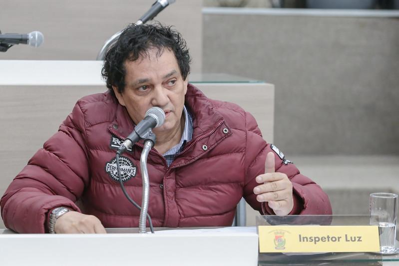 29/10/2019 - Vereador Inspetor Luz solicita remoção de galhos depositados na rua Itu com a Avenida Primeiro de Março no bairro Pátria Nova