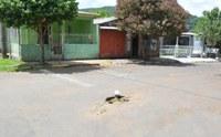 30/01/2020 - Gabinete do vereador Nor Boeno solicita conserto de infiltração em asfalto no bairro São José