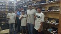 Gabinete:  Brizola visitas estande de calçados sustentáveis na Feira Loucura Por Sapatos