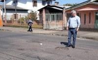 22/08/2018 - Vereador Nor Boeno pede operação tapa-buraco para a rua Costa Rica no bairro Santo Afonso